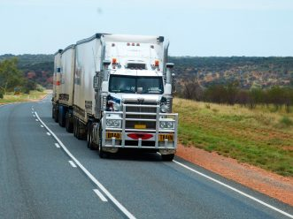 contratar un operador logístico de transporte